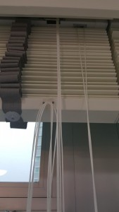 Hook provided to hung your long strings onto the blinds above the ground (1)