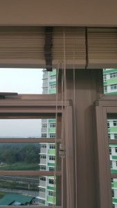 Hook provided to hung your long strings onto the blinds above the ground (2)