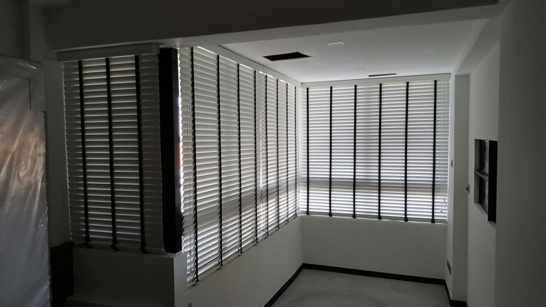 Bedok Court – Timber Venetian Dual Shade Blinds