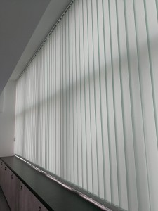 Dimout vertical blind @ office (1)